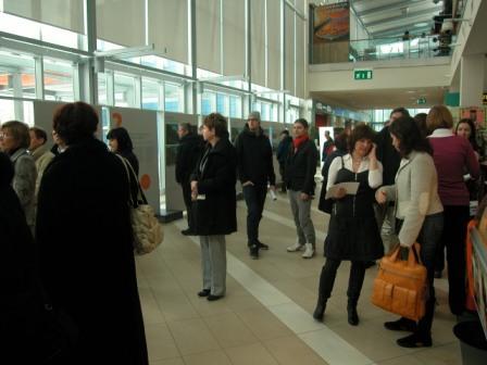 obiskovalci_odprtja_razstave.JPG